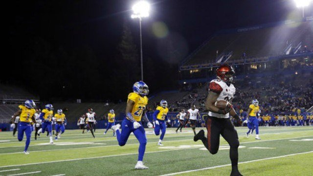 San Diego State running back Rashaad Penny, right, runs for a touchdown against San Jose State during the first half of an NCAA college football game Saturday, Nov. 4, 2017, in San Jose, Calif. (AP Photo/Marcio Jose Sanchez)