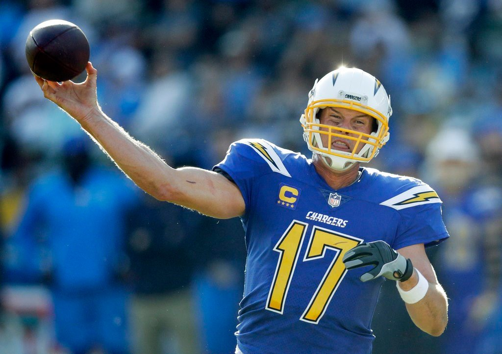 Chargers surge into share of 1st, keep Browns winless, 19-10