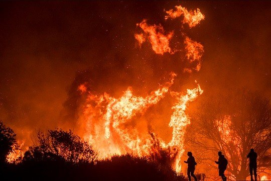 Thomas Fire: Major Southern California freeway closed amid wildfire fight