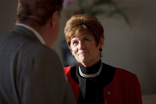 San Diego County district attorney and mayoral candidate Bonnie Dumanis speaks to Mitch Dubick during a fundraiser in La Jolla, Calif., Tuesday, Sept. 13, 2011. (AP)