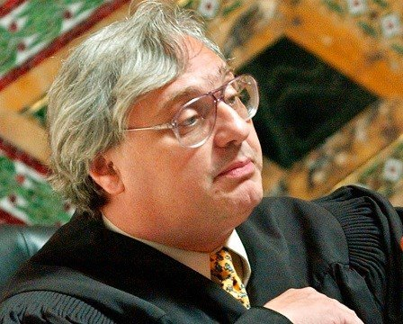 Judge Alex Kozinski, of the 9th U.S. Circuit Court of Appeals, gestures in San Francisco.