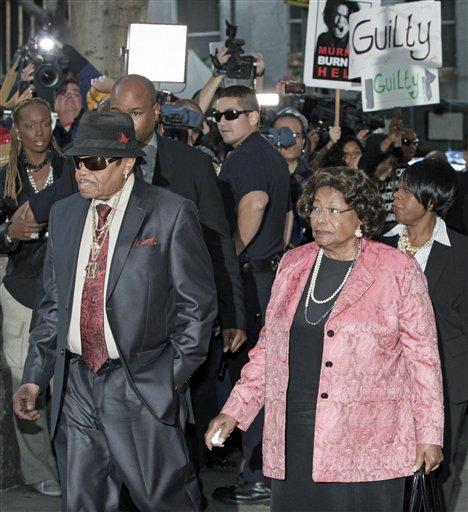 Michael Jackson's parents Joe and Katherine Jackson arrive at the Criminal Justice Center.