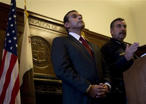 Mayor Antonio Villaraigosa and LAPD Chief Charles Beck announce plans to close City Hall Park to Occupy protesters as of midnight, Sunday, Nov. 27, Friday, Nov. 25, 2011, in Los Angeles. (AP Photo/Los Angeles Times, Robert Gauthier)