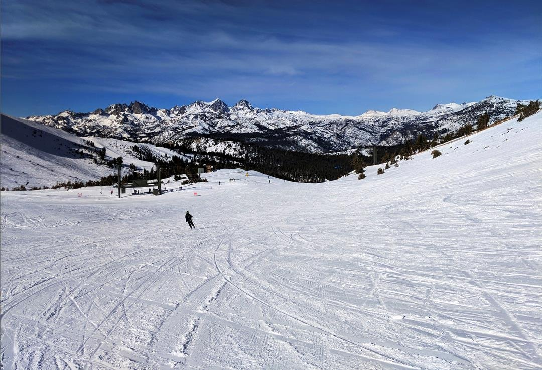 Avalanche strikes on crowded Mammoth Mountain