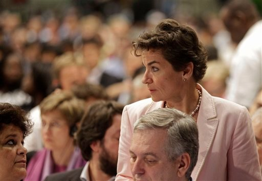 U.N. climate official Christiana Figueres, right, talks with delegates at the climate change summit as it nears it's end in the city of Durban, South Africa, Saturday, Dec. 10, 2011. (AP)
