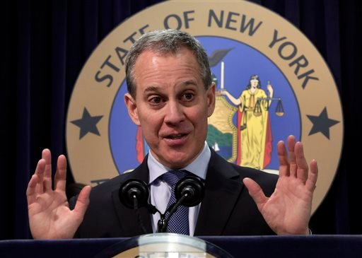NewYork State Attorney General Eric Schneiderman address a news conference in his in New York offices, Tuesday, Nov. 19, 2013. (AP Photo/Richard Drew)