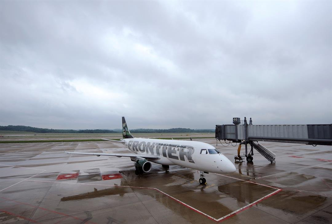 A Frontier Airlines plane sits on the tarmac at the Pittsburgh International Airport July 9, 2008 in Pittsburgh, Pennsylvania. (Photo by Jeff Swensen/Getty Images)