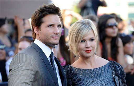 """FILE - In this June 24, 2010 file photo, actress Jennie Garth, right, and her husband actor Peter Facinelli arrive at the premiere of """"The Twilight Saga: Eclipse"""" in Los Angeles. In a joint statement, the couple said they've decided to end their marriage."""