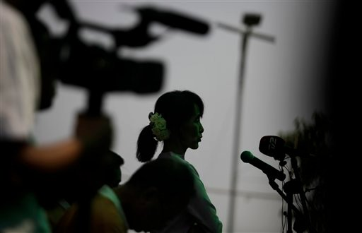 Myanmar's pro-democracy leader Aung San Suu Kyi addresses a press conference at her house in Yangon, Myanmar, Friday, March 30, 2012. (AP)