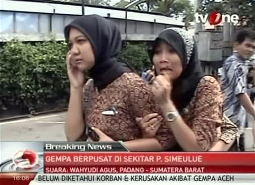 In this image made from Indonesian television TV One, two women react on a street shortly after they ran out from a building when a strong earthquake hit in Aceh in Indonesia, Wednesday, April 11, 2012. (AP Photo/TV One via AP Video)
