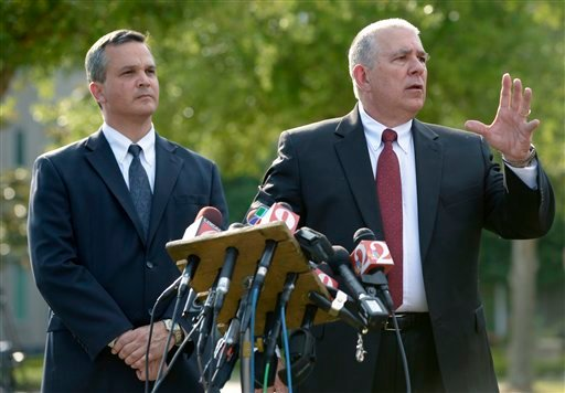 Hal Uhrig, right, and Craig Sonner, former attorneys for George Zimmerman, speak to reporters during a news conference to announce that both attorneys had quit as Zimmerman's legal representatives in Sanford, Fla., 4/10/12. (AP Photo/Phelan M. Ebenhack)