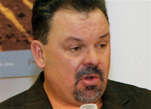 """FILE - In this Sept. 15, 2006 file photo, artist Thomas Kinkade unveils his painting, """"Prayer For Peace,"""" at the opening of the exhibit """"From Abraham to Jesus,"""" in Atlanta. (AP Photo/Gene Blythe, File)"""