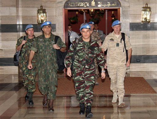 U.N. observers, led by Moroccan Col. Ahmed Himmiche, center, leave the Sheraton Hotel in Damascus, Syria, Monday, April 16, 2012.(AP)