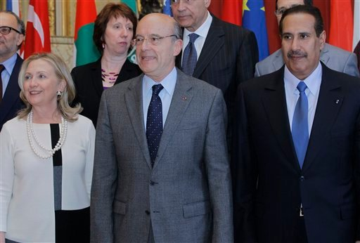 U.S Foreign Secretary Hillary Rodham Clinton, left, France's foreign minister Alain Juppe, center, and Qatari counterpart Sheik Hamad Bin Jabor A-Thani, right, pose during a group photo in Paris Thursday, April 19, 2012. (AP Photo/Jacques Brinon)