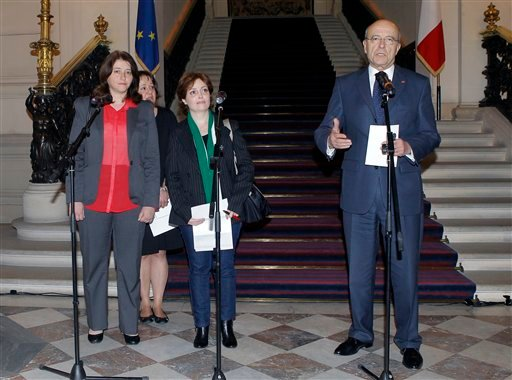 France's foreign minister Alian Juppe, right, with Syrian human rights activist Suhair al-Atassi ,center, and Syrian author and activist Rima Flihane, speak to the media after their meeting in Paris Wednesday April 25, 2012. (AP Photo/Jacques Brinon)