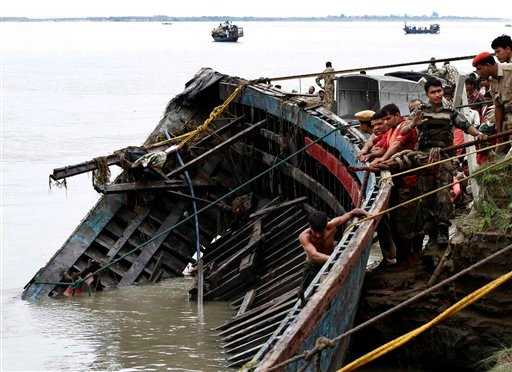 Rescuers pull out the wreckage of a ferry that capsized in the Brahmaputra River at Buraburi village, about 350 kilometers (215 miles) west of the state capital Gauhati, India, Tuesday, May 1, 2012. (AP)
