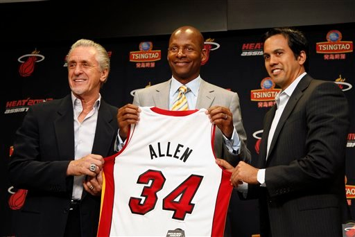 Miami Heat president Pat Riley, left, guard Ray Allen, center, and head coach Erik Spoelstra, right hold up Allen's jersey after Allen signed an NBA basketball contract with the Heat, Wednesday, July 11, 2012, in Miami. (AP Photo/Lynne Sladky)