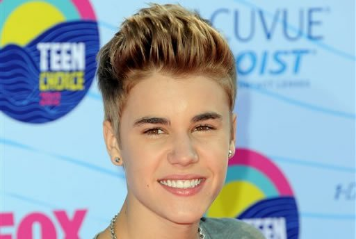 FILE - This July 22, 2012 file photo shows singer Justin Bieber arriving at the Teen Choice Awards in Universal City, Calif. (Photo by Jordan Strauss/Invision/AP, file)