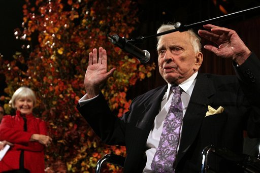 FILE - In this Nov. 19, 2009 file photo, actress Joanne Woodward, left, stands by as Gore Vidal speaks at the National Book Awards in New York. (AP Photo/Tina Fineberg, File)