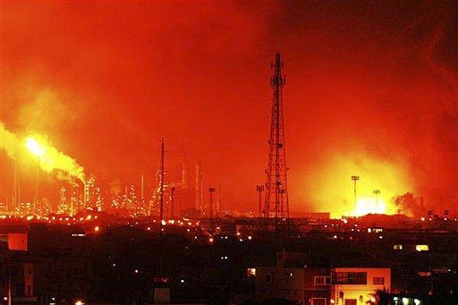 © Fire rises over the Amuay refinery near Punto Fijo, Venezuela, Saturday, Aug. 25, 2012.