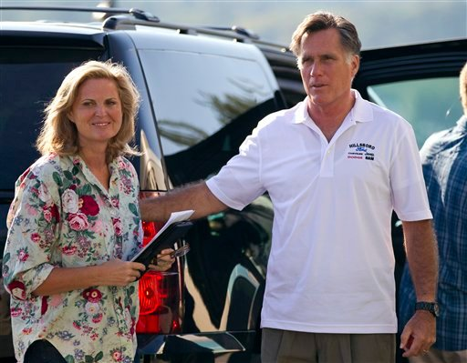 © Republican presidential candidate, former Massachusetts Gov. Mitt Romney and his wife Ann arrive at Brewster Academy for convention preparations on Sunday, Aug. 26, 2012 in Wolfeboro, N.H.