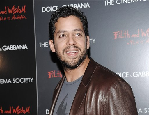 "This Oct. 13, 2008 file photo shows David Blaine attending a Cinema Society and Dolce Gabbana hosted special screening of ""Filth and Wisdom"" in New York.  (AP Photo/Evan Agostini, file)"