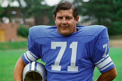 © This 1971 file photo shows Detroit Lions' Alex Karras. The Detroit Free Press and Detroit News reported Monday, Oct. 8, 2012, that the former All-Pro defensive lineman and actor has kidney failure and has been given only a few days to live.