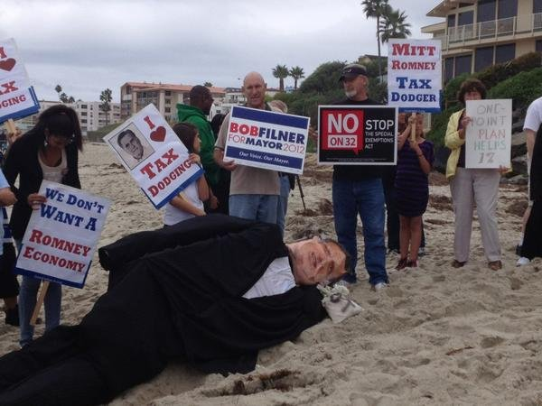 © Tax protesters outside Romney's La Jolla home, photos taken by News 8's Shannon Handy.