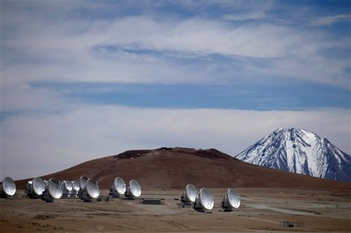 © Radio antennas face the sky as part of one of the worlds largest astronomy projects, the Atacama Large Millimeter/submillimeter Array (ALMA) in Chajnator in the Atacama desert in northern Chile.