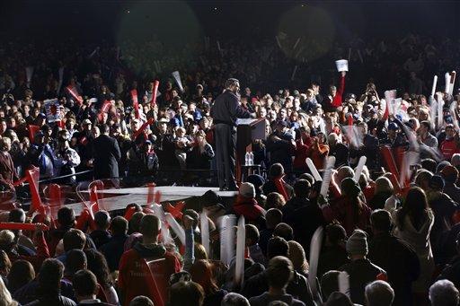 © Republican presidential candidate and former Massachusetts Gov. Mitt Romney campaigns at Farm Bureau Live at Virginia Beach, Va., Thursday, Nov. 1, 2012.