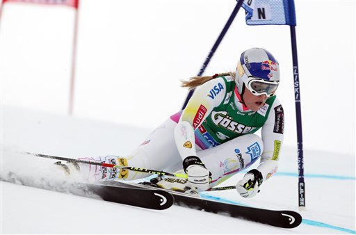 © Lindsey Vonn, of the US, clears a gate during the first run of an alpine ski, women's World Cup giant slalom, in Soelden, Austria, Saturday, Oct. 27, 2012. (AP Photo/Alessandro Trovati)