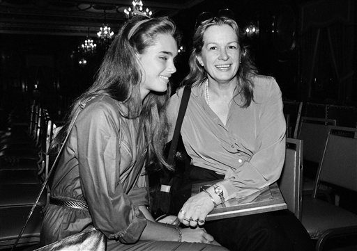 © This 1980 file photo shows actress and model Brooke Shields, left, with her mother Teri Shields.