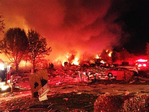 © Authorities say a loud explosion has killed two people and damaged more than a dozen homes in the Richmond Hill subdivision, late Saturday, Nov. 10, 2012, in Indianapolis. (AP Photo/The Indianapolis Star, Matt Kryger)