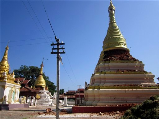 © Pagodas in Kyaukmyaung, east of Shwebo, Myanmar are seen destroyed after a strong earthquake on Sunday, Nov. 11, 2012.