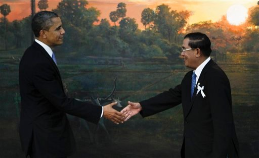 © U.S. President Barack Obama, left, is greeted by Cambodia's Prime Minister Hun Sen before the ASEAN-U.S. leaders meeting in Phnom Penh, Cambodia, Monday, Nov. 19, 2012.