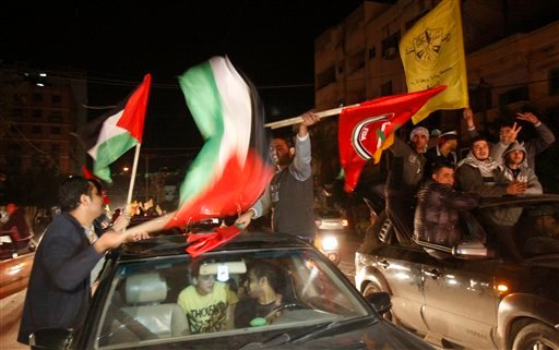 © Palestinians celebrate the U.N. General Assembly votes on a resolution to upgrade the status of the Palestinian Authority to a nonmember observer state, along the streets of Gaza City, Thursday, Nov. 29, 2012.