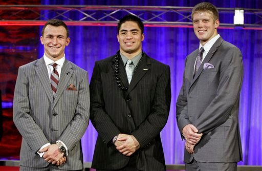 © From left, Heisman Trophy candidates Texas A&M's Johnny Manziel, Notre Dame's Manti Te'o and Kansas State's Collin Klein pose for a photo at the Home Depot College Football Awards in Lake Buena Vista, Fla., Thursday, Dec. 6, 2012.