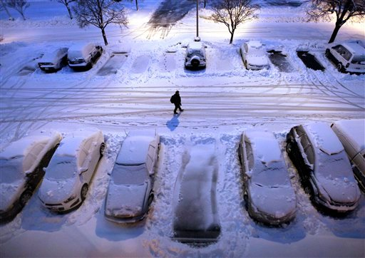© Snow-covered cars in a parking lot greet early morning risers in Madison, Wis. as a severe winter storm moves through the upper Midwest Thursday, Dec. 20, 2012. (AP Photo/Wisconsin State Journal, John Hart)