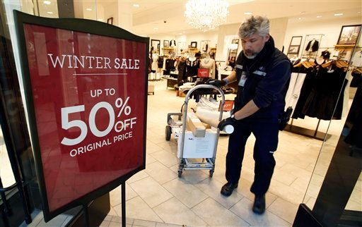 © FedEx courier Andrew Standeven makes last minute deliveries to businesses at the CambridgeSide Galleria mall in Cambridge, Mass., Monday, Dec. 24, 2012.