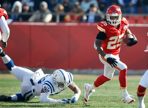 © Kansas City Chiefs running back Jamaal Charles (25) runs from Indianapolis Colts outside linebacker Jerry Hughes, left, during the first half of an NFL football game Sunday, Dec. 23, 2012, in Kansas City, Mo. (AP Photo/Ed Zurga)