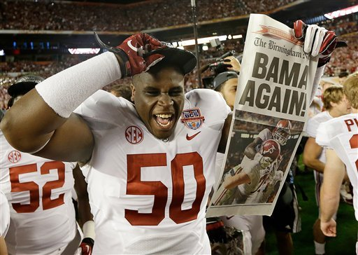 © Alabama defensive lineman Alphonse Taylor (50) holds up a newspaper after the BCS National Championship college football game Monday, Jan. 7, 2013, in Miami. Alabama won 42-14.