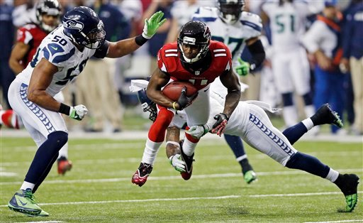 © Atlanta Falcons wide receiver Julio Jones (11) works against Seattle Seahawks outside linebacker K.J. Wright (50) and free safety Earl Thomas (29) during the second half of an NFC divisional playoff NFL football game Sunday, Jan. 13, 2013, in Atlanta.