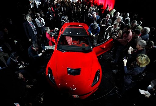 © Journalists surround General Motors new 2014 Chevrolet Corvette Stingray, Sunday, Jan. 13, 2013, the night before press days at the North American International Auto Show in Detroit.