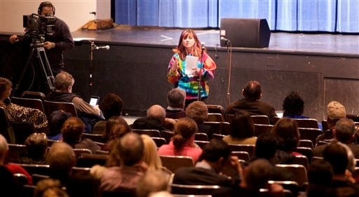 © Kristen Kinsey, of Newtown, speaks during a community meeting at Newtown High School on the future of Sandy Hook Elementary School in Newtown, Conn., Sunday, Jan. 13, 2013.