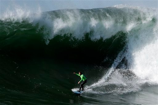 "© Grant ""Twiggy"" Baker competes during the fourth heat of the Mavericks Invitational big wave surf contest in Half Moon Bay, Calif., Sunday, Jan. 20, 2013. (AP Photo/Marcio Jose Sanchez)"