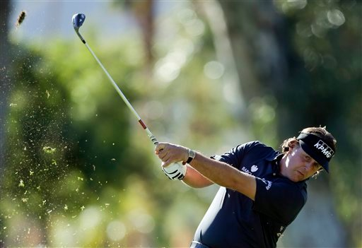 © Phil Mickelson hits from a fairway on the fifth hole during the first round of the Humana Challenge golf tournament at the La Quinta Country Club in La Quinta, Calif., Thursday, Jan. 17, 2013. (AP Photo/Chris Carlson)