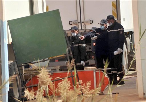 © Algerian firemen prepare to unload a refrigerated truck with bodies killed during the hostage taking at a gas plant at the morgue in Ain Amenas, Algeria, Monday, Jan. 21, 2013.
