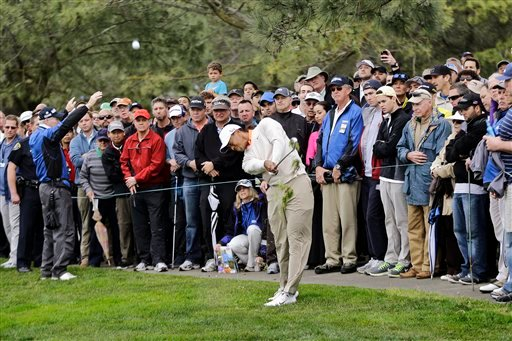 © Tiger Woods hits his second shot from the left rough on the second hole of the South Course at Torrey Pines during the first round of the Farmers Insurance Open golf tournament, Thursday, Jan. 24, 2013, in San Diego.