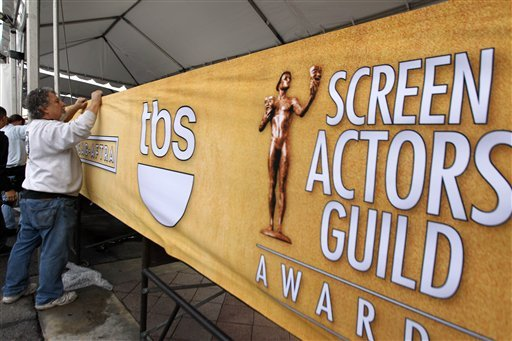 © Workers set up signage on the red carpet before the 19th annual SAG Awards on Saturday, Jan 26, 2013 in Los Angeles. The SAG Awards will be held Jan. 27, 2013. (Photo by Matt Sayles/Invision/AP)