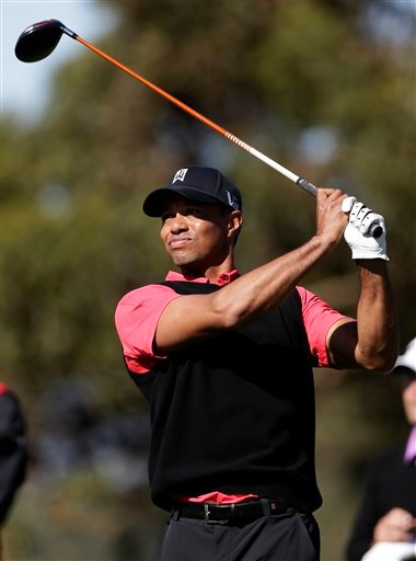 Tiger Woods watches his tee shot on the 10th hole during the fourth round of the Farmers Insurance Open golf tournament at the Torrey Pines Golf Course, Monday, Jan. 28, 2013, in San Diego.
